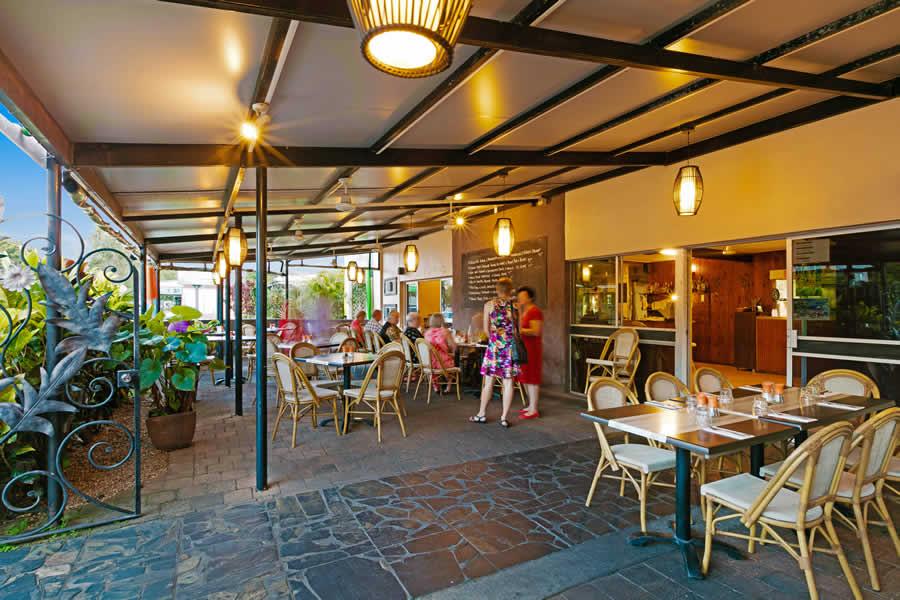 Mossman restaurant mojo bar 39 n 39 grill demi view motel for Mojo restaurant